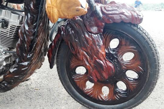 Độc - Lạ: Mô tô bằng gỗ độc nhất vô nhị ở Lâm Đồng ảnh 2