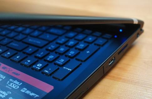 Khoảng cách giữa các phím khá lớn để giúp cho game thủ dễ thao tác khi chơi game.