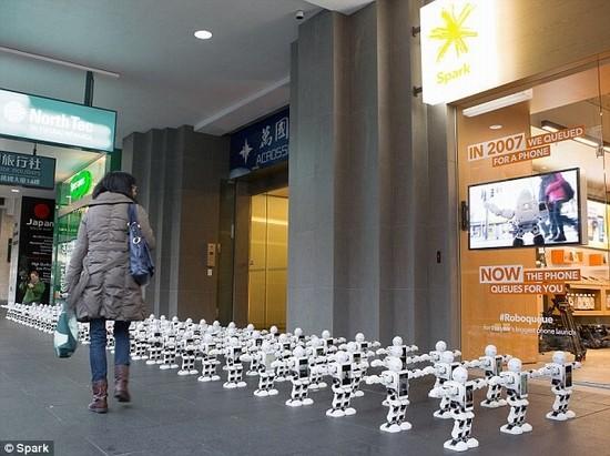 Hình ảnh lạ lẫm bên ngoài cửa hàng Apple tại New Zealand.