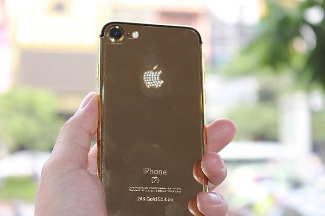Thời gian mạ vàng iPhone 7 mất khoảng 6 ngày với 10 công đoạn.