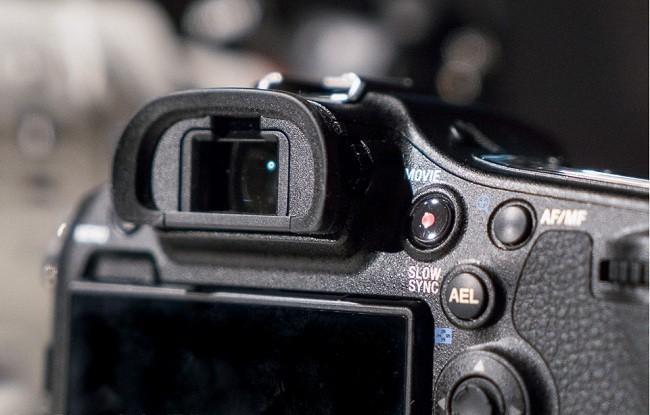 Cận cảnh Sony A99 II chụp hình 42,4MP, chống rung 5 trục ảnh 11