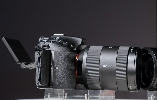 Hệ thống chống rung cảm biến 5 trục, quay phim 4K với profile S-log3.