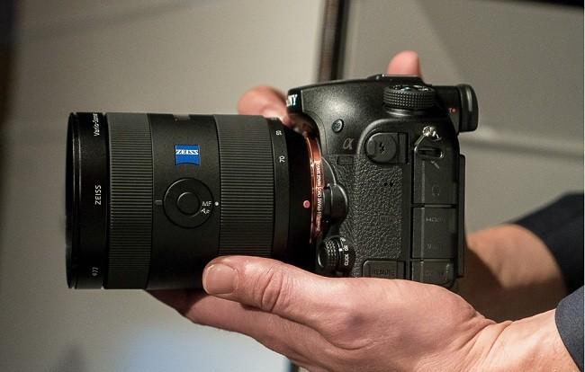 Sony đưa vào hệ thống chống rung 5 trục của dòng A7 II, thay vì chỉ sử dụng hệ thống 2 trục của dòng máy ảnh A-mount trước đây.