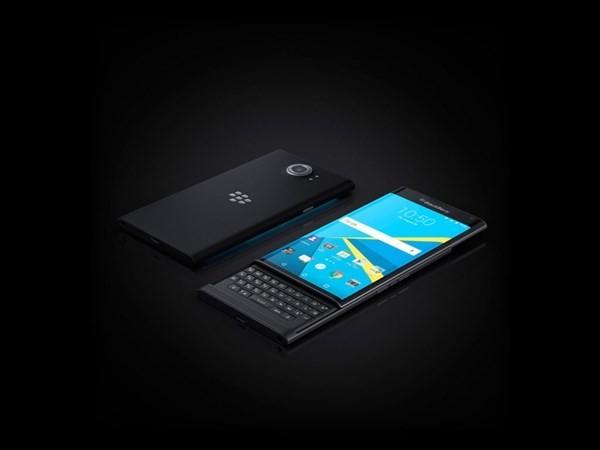 Trong năm 2015, Priv được coi là mẫu smartphone rất đặc sắc trên thị trường. Đây cũng là chiếc điện thoại Android đầu tiên của BlackBerry nhưng đây là lúc hãng đã tham gia quá muộn và giá máy quá cao khiến mẫu điện thoại này không thành công như mong đợi.