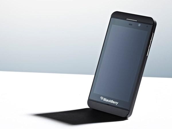BlackBerry chứng minh họ chậm hơn đối thủ vì tới năm 2013 họ mới có một hệ điều hành hiện đại đầu tiên. Chiếc Z10 là mẫu smartphone giống với các mẫu điện thoại hiện đại đầu tiên của hãng. Ngoài ra người dùng thích bàn phím cũng được đáp ứng bằng chiếc Q10. Tuy nhiên lại không có nhà phát triển ứng dụng nào thích tạo ra ứng dụng cho hệ điều hành BB10.