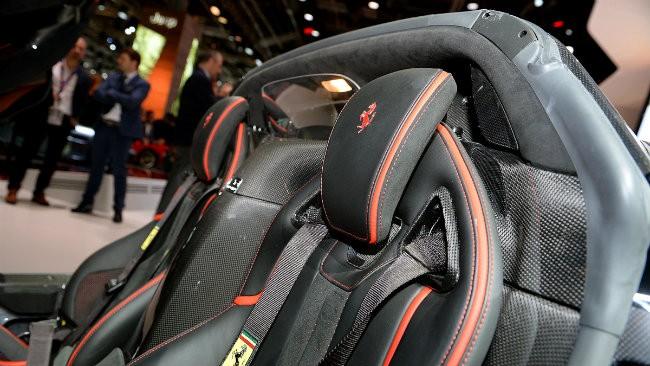 Ngắm siêu xe Ferrari LaFerrari Aperta giá 58,4 tỷ đồng cháy hàng ảnh 9