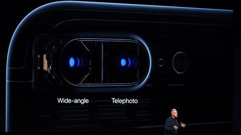 Là rất tuyệt vời cho một smartphone có cả camera thường, góc rộng và tele- (Ảnh: AFP).