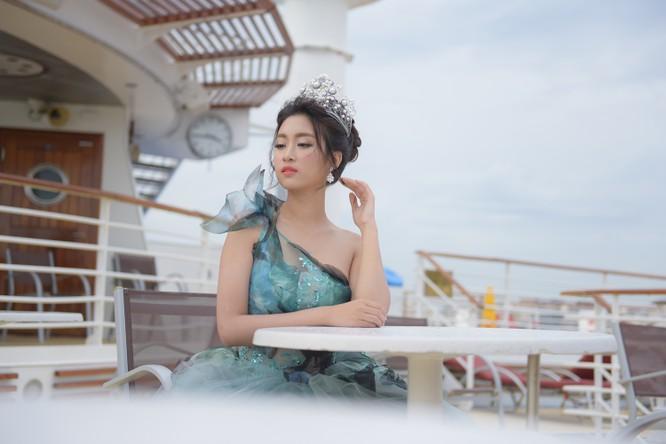 Hoa hậu Mỹ Linh lộng lẫy trong thiết kế đầm công chúa tại Đài Bắc ảnh 2
