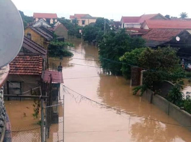 Miền Trung oằn mình trong trận mưa lũ lịch sử ảnh 5