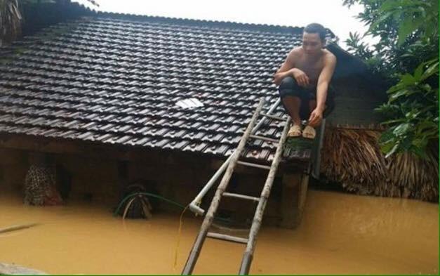 Miền Trung oằn mình trong trận mưa lũ lịch sử ảnh 7