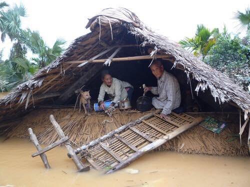 Miền Trung oằn mình trong trận mưa lũ lịch sử ảnh 8
