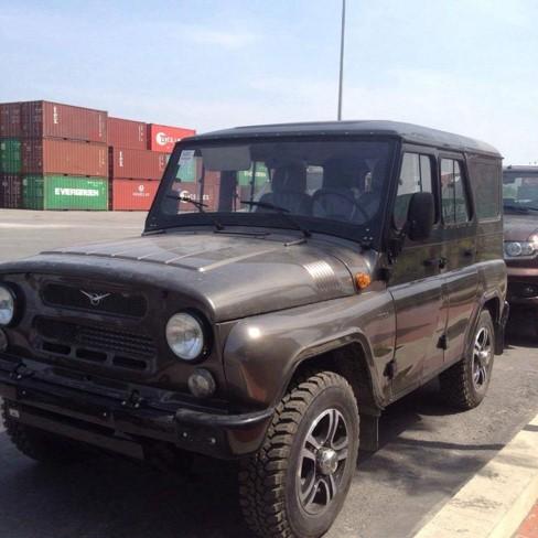Chiêm ngưỡng 3 chiếc ô tô Nga đời mới đầu tiên về Việt Nam ảnh 1