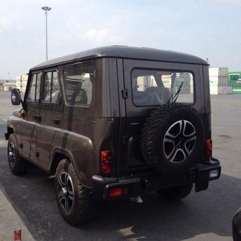 Chiêm ngưỡng 3 chiếc ô tô Nga đời mới đầu tiên về Việt Nam ảnh 2