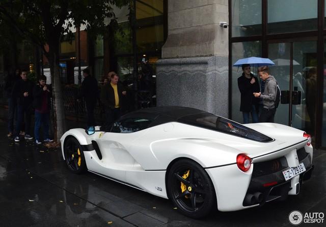 Chiếc Ferrari LaFerrari mui trần đầu tiên đã đến tay chủ ảnh 4