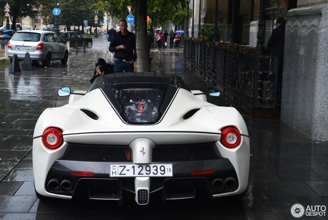 Chiếc Ferrari LaFerrari mui trần đầu tiên đã đến tay chủ ảnh 5