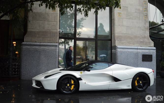 Chiếc Ferrari LaFerrari mui trần đầu tiên đã đến tay chủ ảnh 3