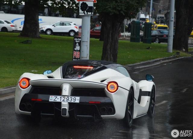 Chiếc Ferrari LaFerrari mui trần đầu tiên đã đến tay chủ ảnh 8