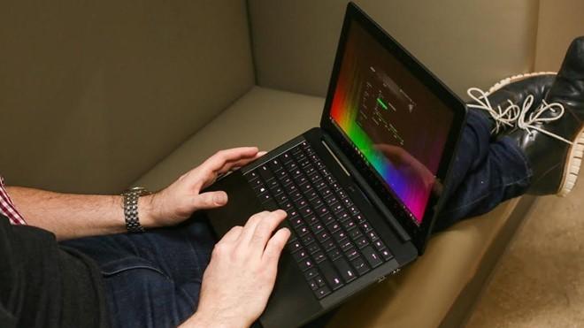 10 mẫu laptop có thiết kế đẹp nhất ảnh 3