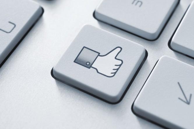 Sử dụng Facebook vừa phải giúp sống lâu hơn ảnh 1