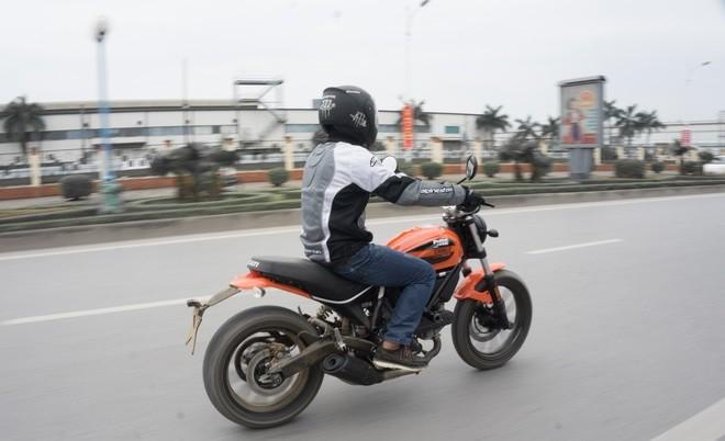 Ducati Scrambler Sixty2: Công tử đô thành ảnh 3