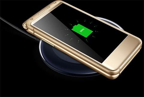 Samsung ra mắt smartphone nắp gập với giá 3.000 USD ảnh 4