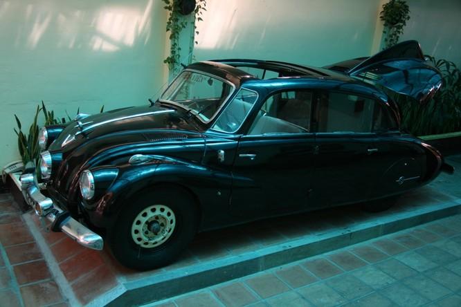 Ngắm Ôtô cổ Tatra ba đèn pha hàng độc tại TPHCM ảnh 1
