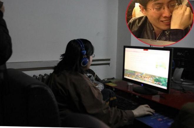 Jinai Bing đỗ vào chuyên ngành Khoa học máy tính của Đại học Cát Lâm năm 2004. Đam mê với các trò chơi điện tử, thanh niên này không thể tốt nghiệp đại học. Tới tháng 9/2008, vì không biết giải thích ra sao cho cha mẹ, anh đã quyết định sống luôn trong các quán game, kiếm tiền sinh hoạt bằng cách mua bán các thiết bị chơi game với thu nhập khoảng 2.000 nhân dân tệ (khoảng 6,5 triệu đồng) mỗi tháng. Đến năm 2013, bố mẹ mới tìm thấy con và đưa game thủ này trở về quê nhà ở Hà Bắc. Trong hình nhỏ là Jinai Bing khóc khi được đưa lên xe về nhà.