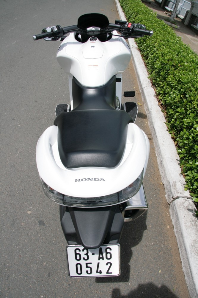 """Cưỡi xe ga """"cá mập"""" Honda DN-01 dạo phố ảnh 4"""
