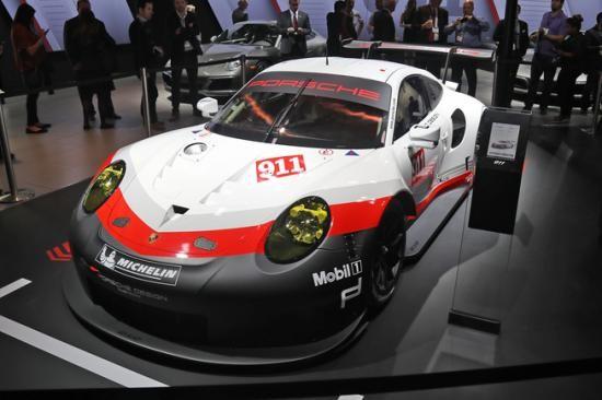 Panamera Executive và 911 RSR tỏa sáng gian trưng bày của Porsche ảnh 8