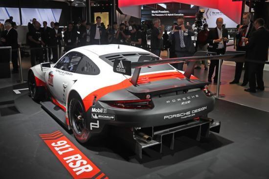 Panamera Executive và 911 RSR tỏa sáng gian trưng bày của Porsche ảnh 9