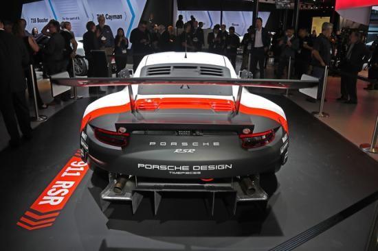 Panamera Executive và 911 RSR tỏa sáng gian trưng bày của Porsche ảnh 7