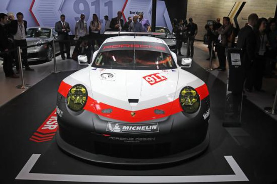Panamera Executive và 911 RSR tỏa sáng gian trưng bày của Porsche ảnh 6