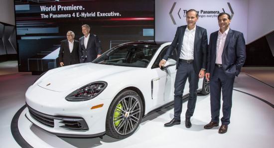 Panamera Executive và 911 RSR tỏa sáng gian trưng bày của Porsche ảnh 1