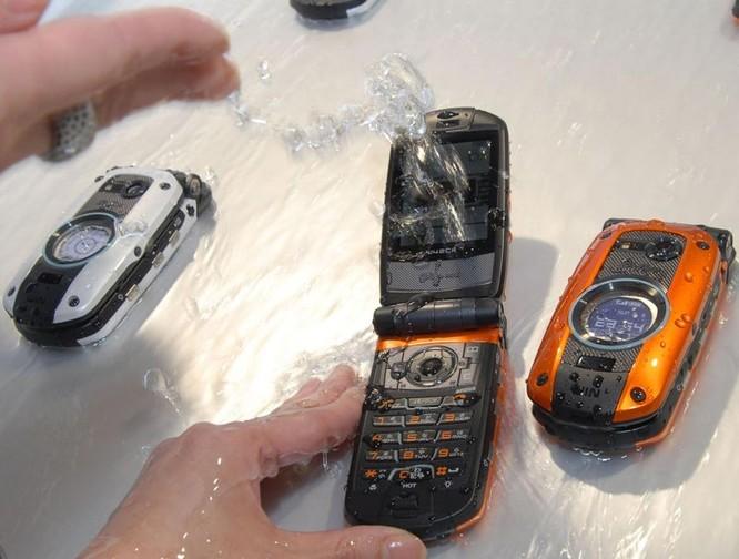 Vì sao hầu hết smartphone Nhật đều có thể chống nước? ảnh 1