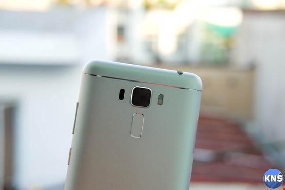 Trên tay chiếc smartphone lấy nét siêu nhanh ảnh 3