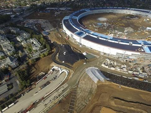 Toàn cảnh trụ sở 'phi thuyền' của Apple - ảnh 4