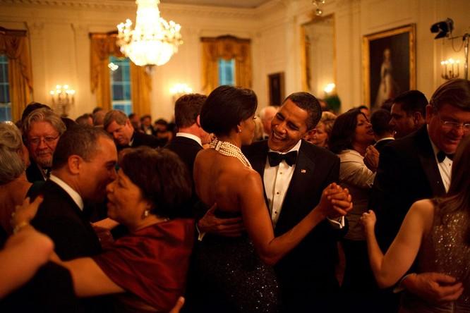 Những điều ít biết về chuyện tình của vợ chồng Tổng thống Obama ảnh 9