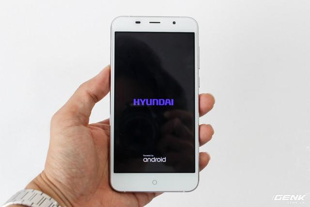 Cận cảnh smartphone đầu tiên của Huyndai tại Việt Nam ảnh 2