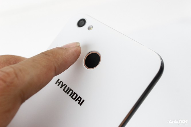 Cận cảnh smartphone đầu tiên của Huyndai tại Việt Nam ảnh 8