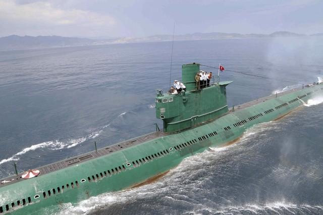 """Truy vết tàu ngầm phóng tên lửa đạn đạo mà Triều Tiên vừa """"khoe"""" ảnh 4"""
