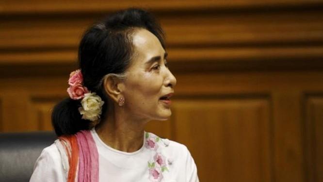 Bà Suu Kyi cảnh báo giới trẻ Myanmar phí thời gian vì internet ảnh 1