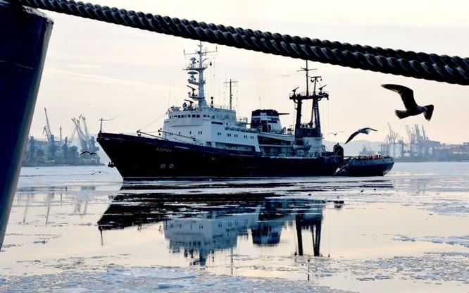 Nghi lễ trọng thể chào mừng đội tàu của Hạm đội Thái Bình Dương tại Vladivostok.