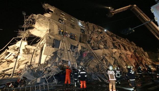 Video Đài Loan bị động đất 6,4 độ richter, nhà 17 tầng đổ sập ảnh 9