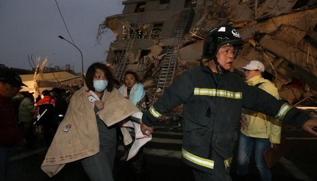 Video Đài Loan bị động đất 6,4 độ richter, nhà 17 tầng đổ sập ảnh 10