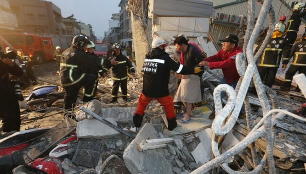 Video Đài Loan bị động đất 6,4 độ richter, nhà 17 tầng đổ sập ảnh 11