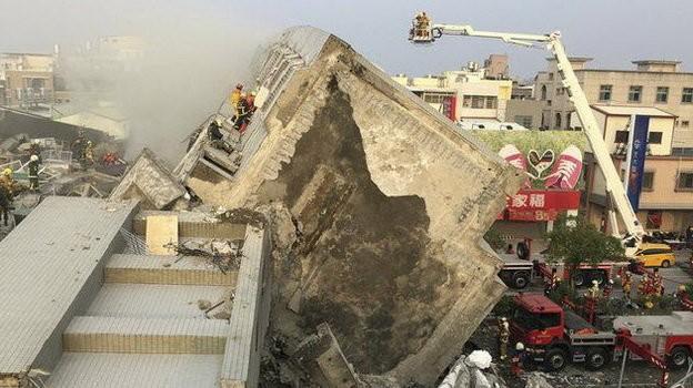 Video Đài Loan bị động đất 6,4 độ richter, nhà 17 tầng đổ sập ảnh 1
