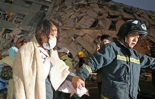 Video Đài Loan bị động đất 6,4 độ richter, nhà 17 tầng đổ sập ảnh 2