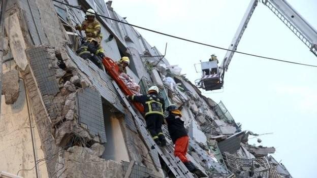 Video Đài Loan bị động đất 6,4 độ richter, nhà 17 tầng đổ sập ảnh 3