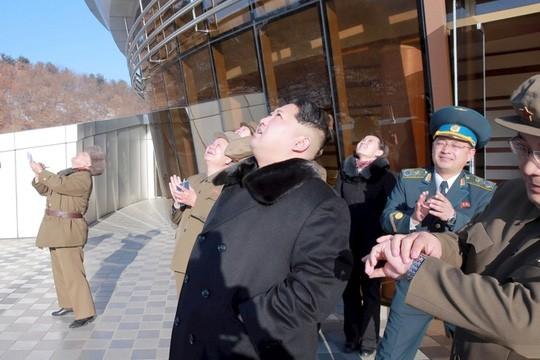 Họp khẩn, Hội đồng Bảo an Liên Hiệp Quốc quyết trừng phạt Triều Tiên ảnh 1