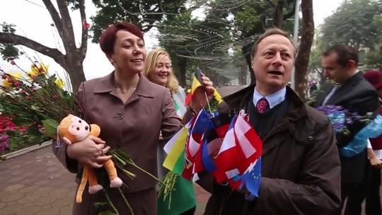 Đại sứ EU kể chuyện làm rể Việt Nam ảnh 2